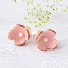 キット KW16-21-1 フラワーレザーの4枚花ピアス ピンク
