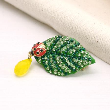 レシピNo.1593 ラスタークレイのてんとう虫と葉っぱのブローチ